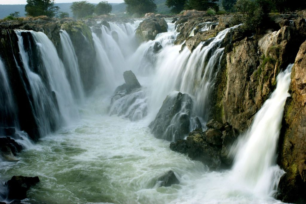 Hogenakkal falls- one day trip from Bangalore for waterfalls