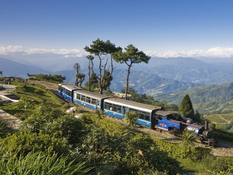 scenic views make Darjeeling one of the prime honeymoon places in India